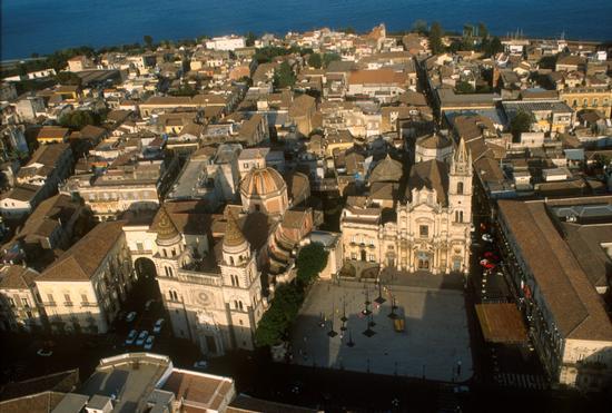 acireale, vista aerea del centro storico (4789 clic)