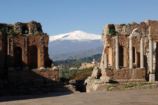 il teatro e l'etna - Taormina (1572 clic)