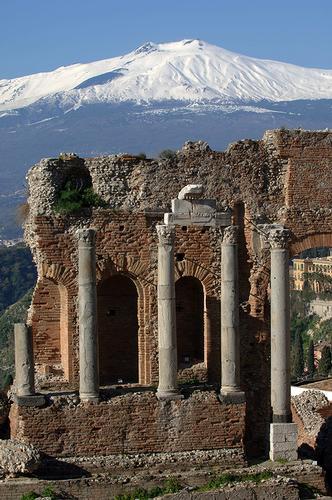 il teatro e l'etna - Taormina (1611 clic)