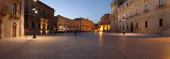 piazza duomo al tramonto - Siracusa (2594 clic)