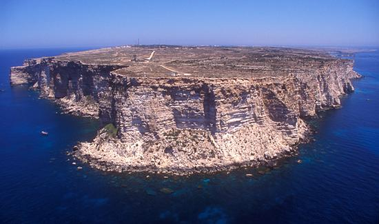 lampedusa, la costa nord vista dall'alto (4980 clic)
