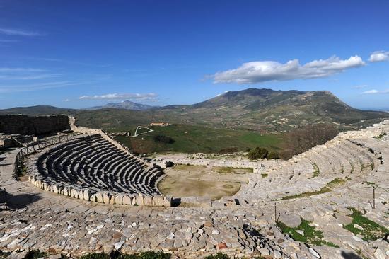 il teatro greco  - Segesta (3759 clic)