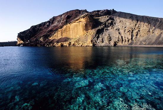 il vulcano spento sulla spiaggia della pozzolana  - Linosa (4809 clic)