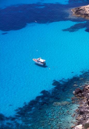 il mare di lampedusa visto dall'alto (3212 clic)