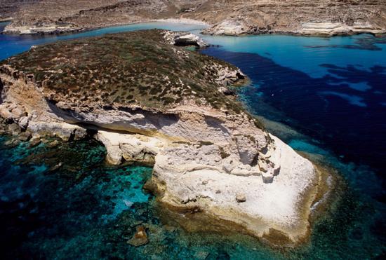 l'isola dei conigli vista dall'alto - Lampedusa (4871 clic)
