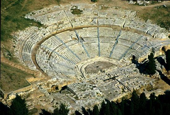 il teatro greco visto dall'alto - Siracusa (5369 clic)