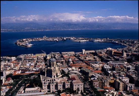 messina e il suo porto visti dall'alto | MESSINA | Fotografia di luigi nifosì