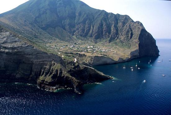 veduta aerea della spiaggia e della costa di pollara (2625 clic)