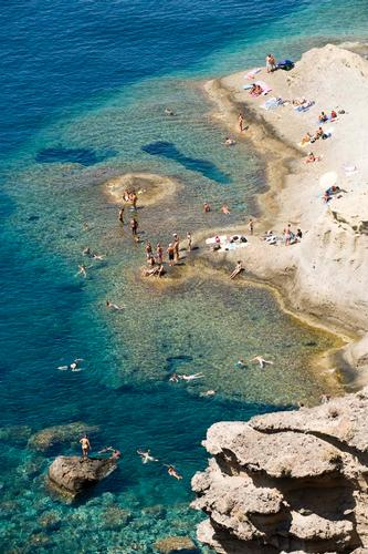 salina, bagnanti sulla costa di pollara (2462 clic)