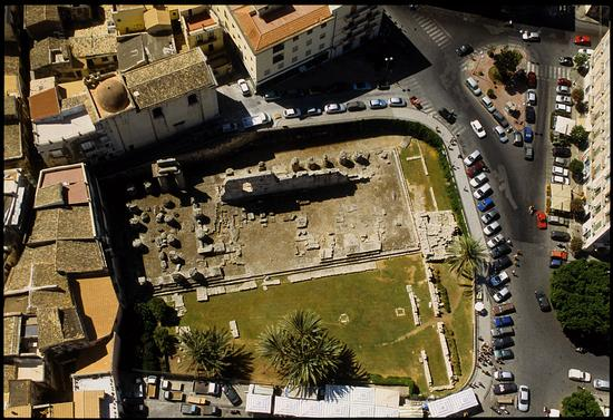 veduta aerea del tempio di apollo in ortigia - Siracusa (5687 clic)