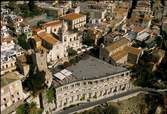 piazza IX aprile a taormina (8620 clic)