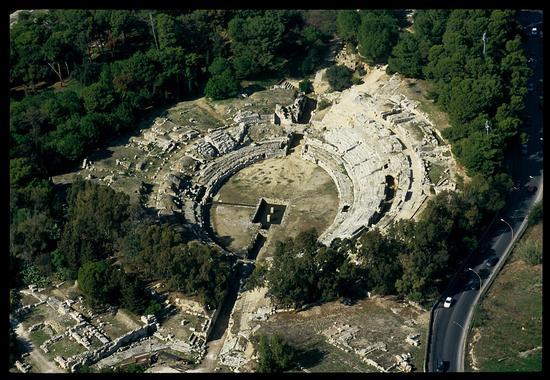 veduta aerea dell'anfiteatro romano - Siracusa (5459 clic)