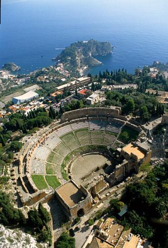 il teatro greco-romano visto dall'alto - Taormina (9310 clic)
