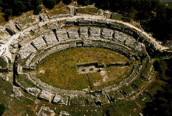 veduta aerea dell'anfiteatro romano - Siracusa (5227 clic)