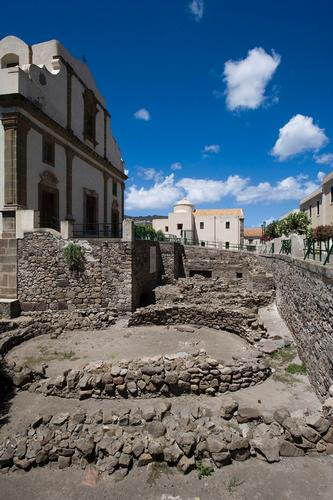 lipari scavi archeologici nel castello e chiesa dell'annunziata (3174 clic)