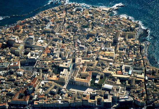 veduta aerea dell'isola di ortigia - Siracusa (6234 clic)