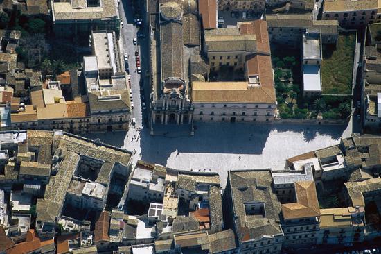 veduta aerea di piazza duomo a siracusa (3154 clic)