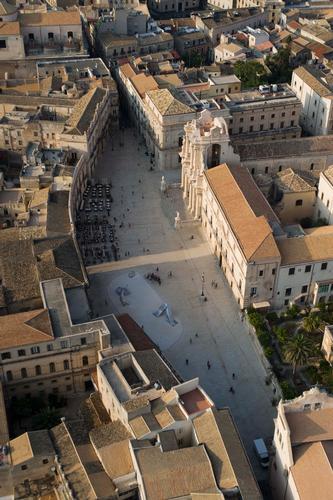 veduta aerea di piazza duomo a siracusa (6117 clic)