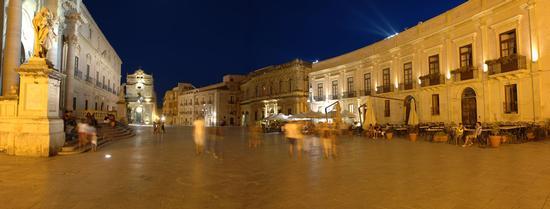 notturno di piazza duomo a siracusa (2316 clic)