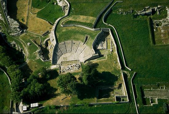 il teatro di Akrai visto dall'alto - Palazzolo acreide (7840 clic)
