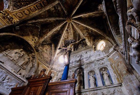 ASSORO (EN) | basilica san leone, abside, crocifisso ligneo, assoro enna, sicilia (6914 clic)