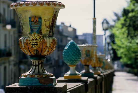 caltagirone, ceramiche della villa (6329 clic)