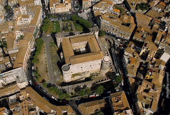 castello ursino visto dall'alto - Catania (10116 clic)