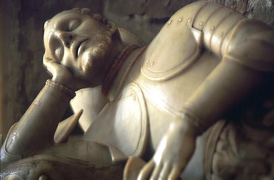comiso il monumento a naselli - COMISO - inserita il 03-Nov-10