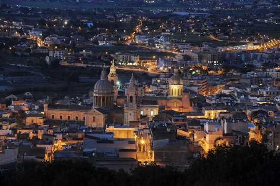 comiso, panorama, notturno, ragusa, sicilia (9519 clic)