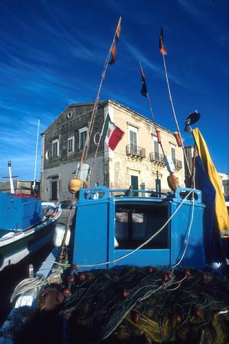 donnalucata, barche in secco (3439 clic)