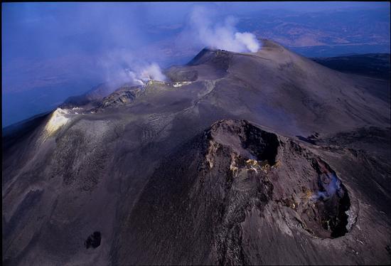 veduta aerea dei crateri sommitali dell'Etna (7986 clic)