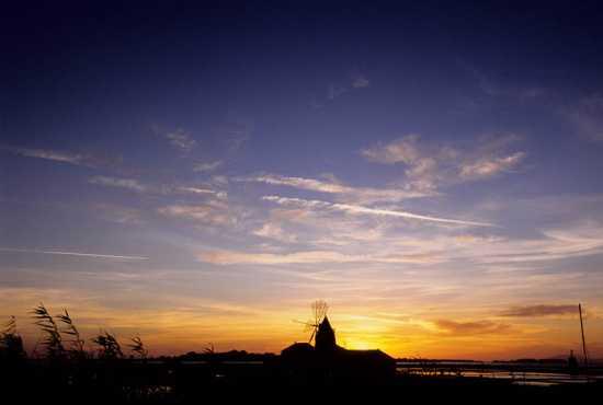 marsala, le saline ettoree e infersa al tramonto (3997 clic)