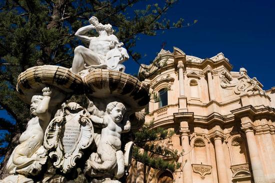 noto, la fontana di ercole (5800 clic)
