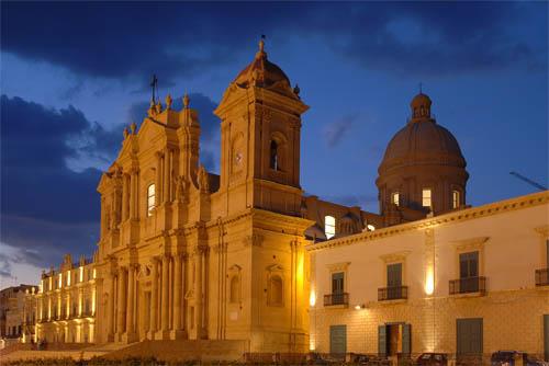 noto, la cattedrale, blue hour (6133 clic)