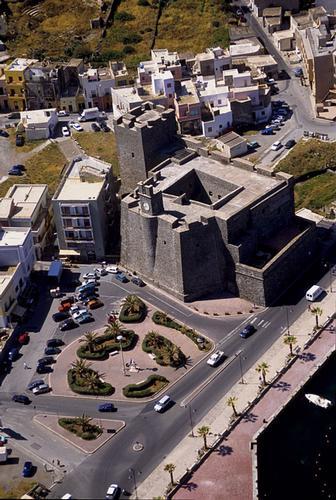 pantelleria, castello barbacane in una veduta aerea (5437 clic)