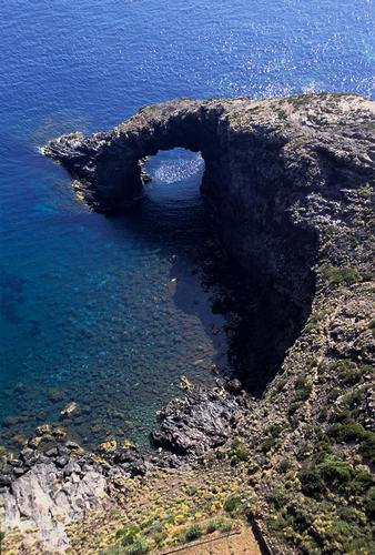 pantelleria, l'arco dell'elefante in una veduta aerea (4488 clic)