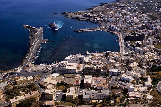 pantelleria, il porto in una veduta aerea | PANTELLERIA | Fotografia di luigi nifosì