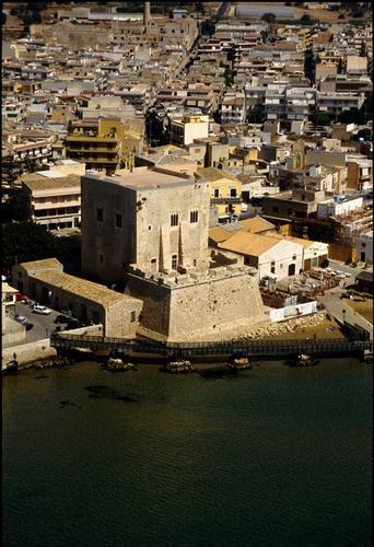 pozzallo, la torre cabrera vista dall'alto (5418 clic)