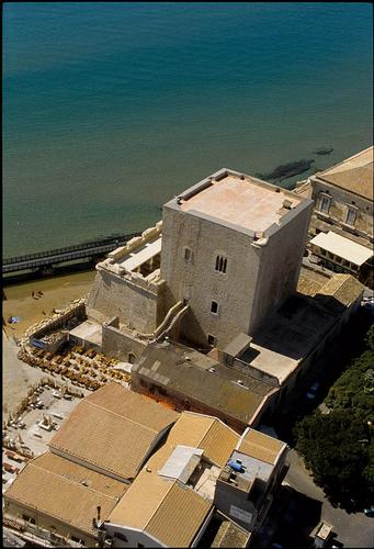 pozzallo, la torre cabrera vista dall'alto (4658 clic)