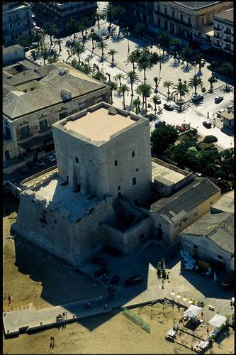 pozzallo, la torre cabrera vista dall'alto - POZZALLO - inserita il 13-Nov-10