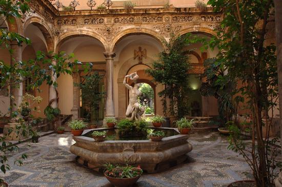 palermo, il chiostro del museo salinas (8610 clic)