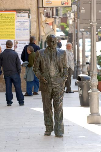 racalmuto, la statua bronzea dedicata a Leonardo Sciascia (6102 clic)