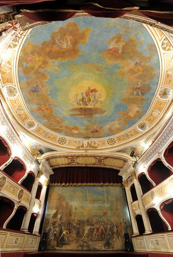 racalmuto, il teatro vittorio emanuele (3668 clic)