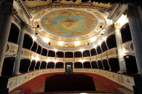 racalmuto, il teatro vittorio emanuele (8557 clic)
