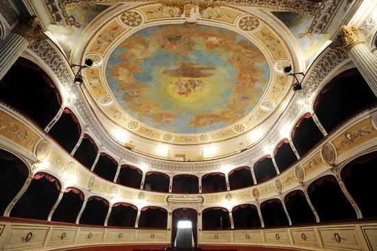 racalmuto, il teatro vittorio emanuele (6707 clic)