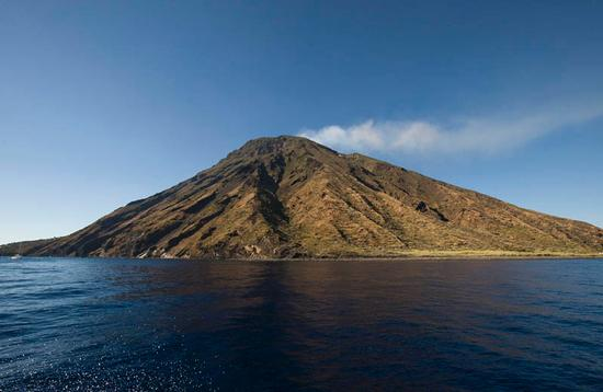 stromboli, l'isola vista dal mare (4912 clic)