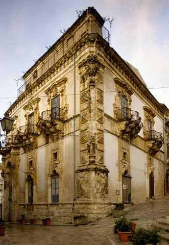 palazzo beneventano - Scicli (4061 clic)