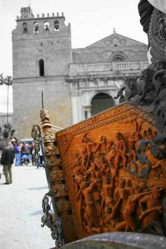 Il Carretto di fronte al Duomo - Monreale (3017 clic)