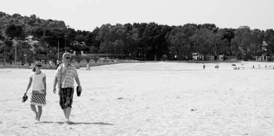 Passeggiando sulla spiaggia - Sciacca (3326 clic)