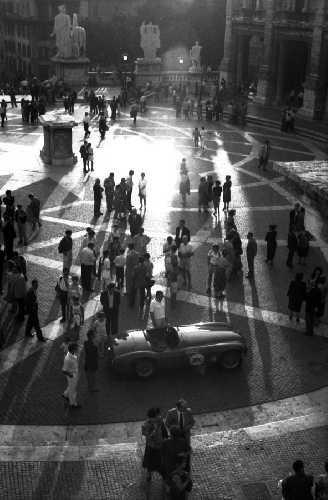 Una Ferrari in Campidoglio - Roma (2387 clic)